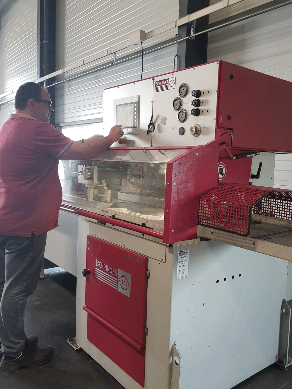 Dalcoupe est à votre service pour tous vos besoins de découpe de tubes, de barres et de profils et la fourniture de produits sidérurgiques semi-ouvragés